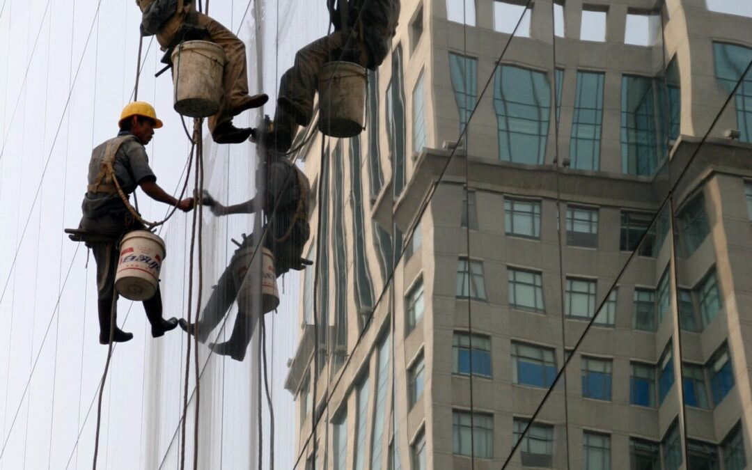 Why You Should Hire a Rope Access Technician to Clean The Windows of Your Company